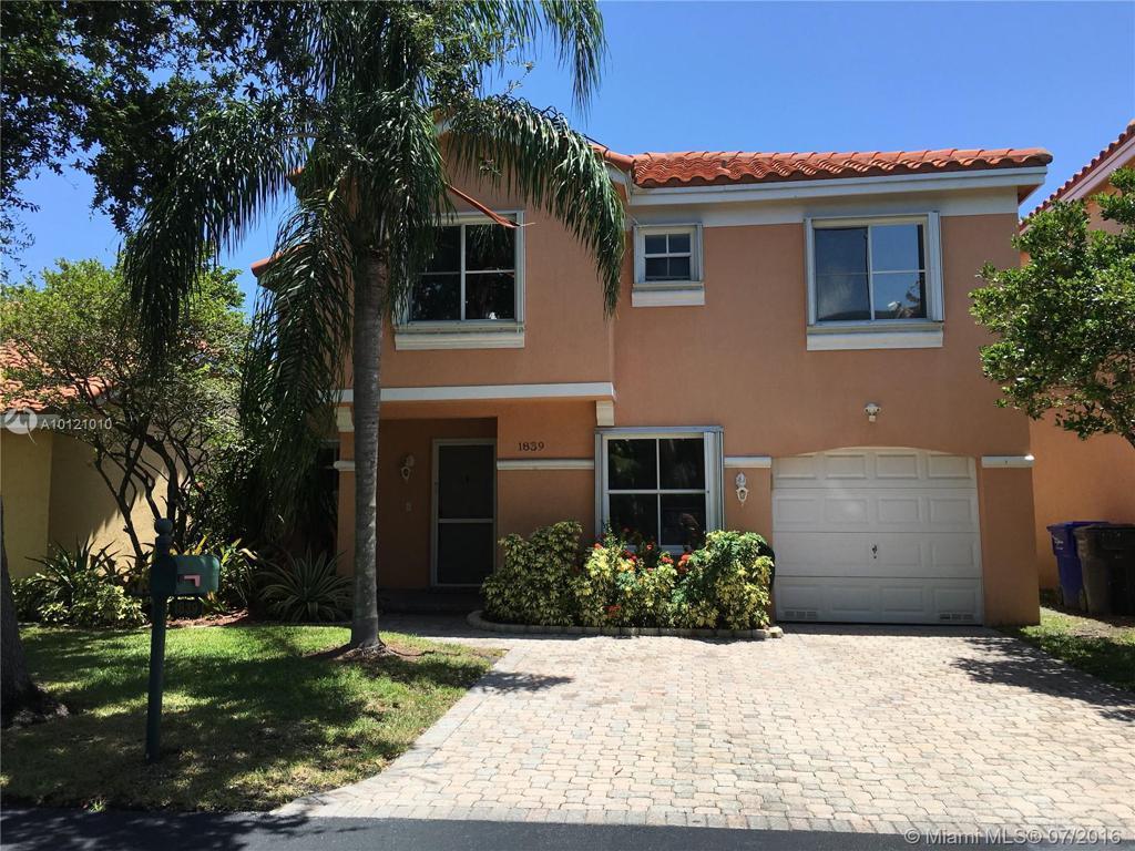 Photo of home for sale at 1839 Trafalgar Cir W, Hollywood FL