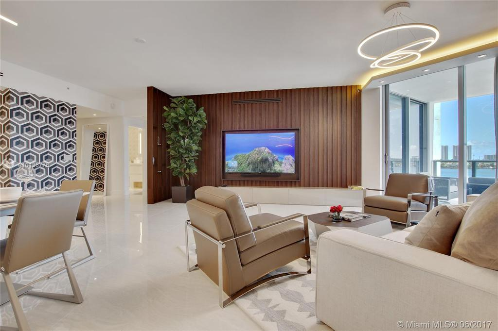 Photo of home for sale at 17301 Biscayne Blvd, Aventura FL