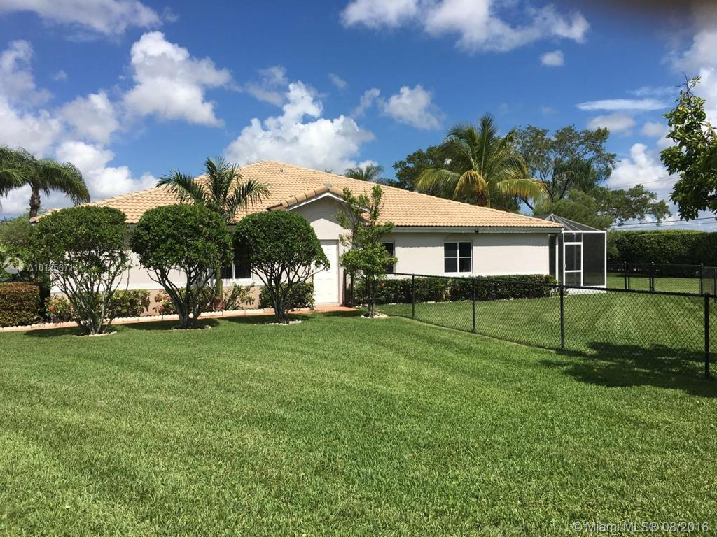 Photo of home for sale at 1741 112Th Ter, Miramar FL