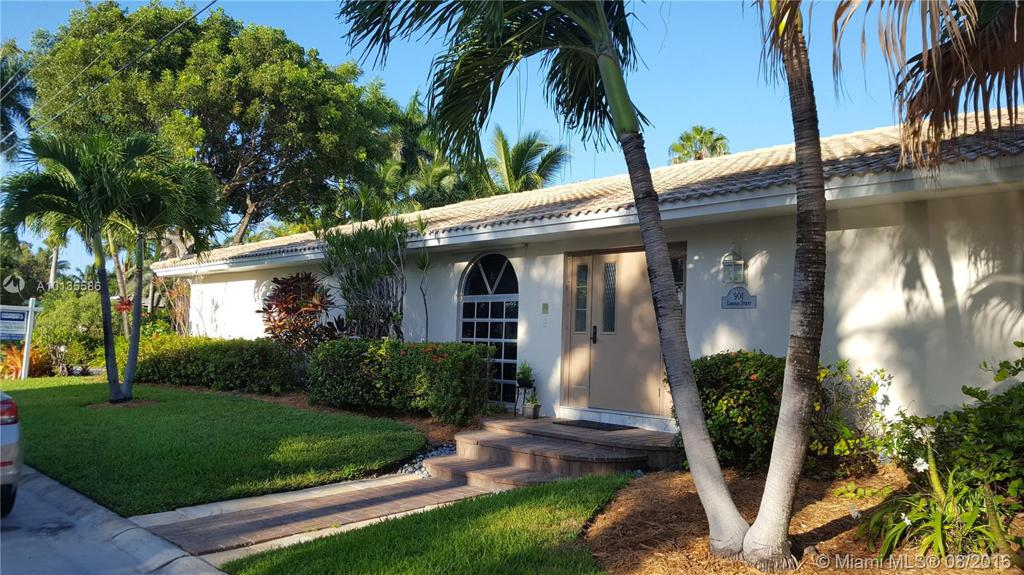 Photo of home for sale at 901 Lincoln St, Hollywood FL