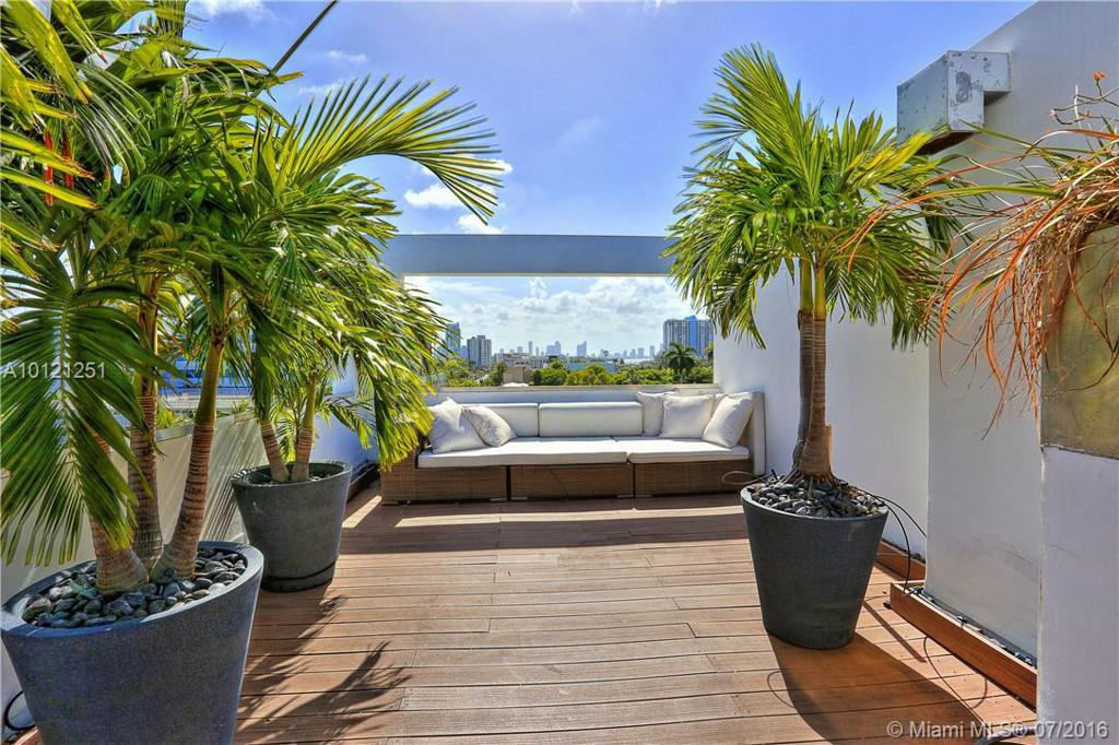 Photo of home for sale at 1700 Meridian Ave, Miami Beach FL