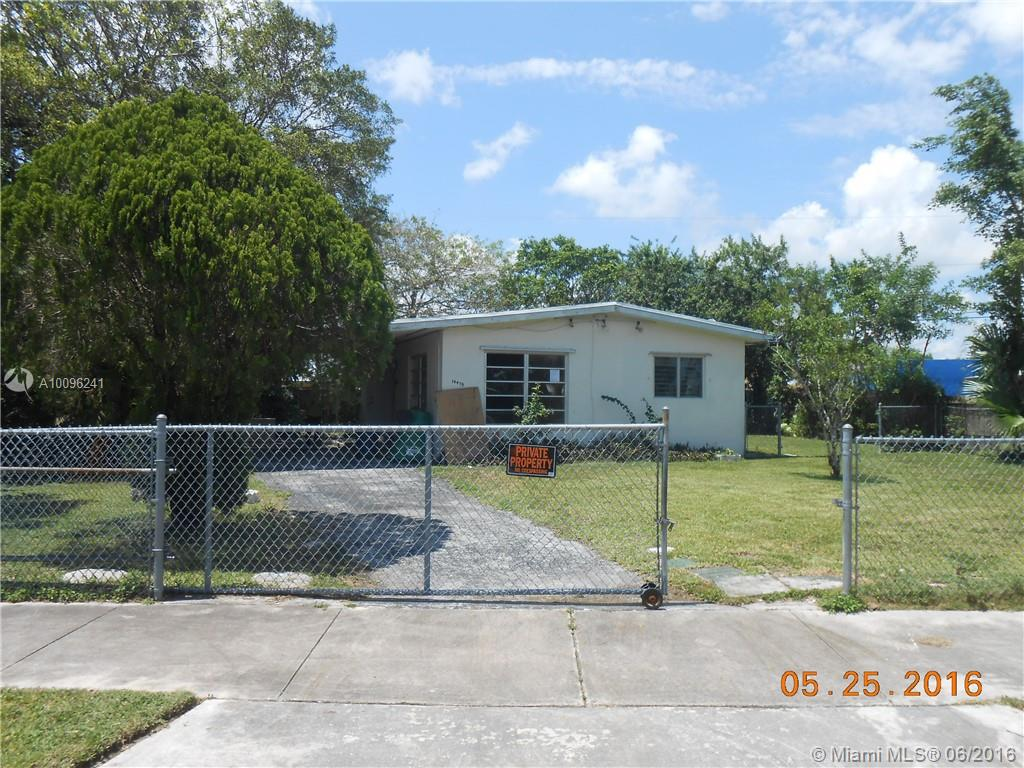 Photo of home for sale at 14475 290 Te SW, Homestead FL