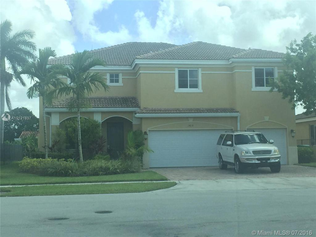 Photo of home for sale at 1410 204th St NW, Miami Gardens FL