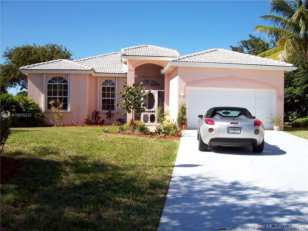 Photo of home for sale at 440 25th Dr SE, Homestead FL