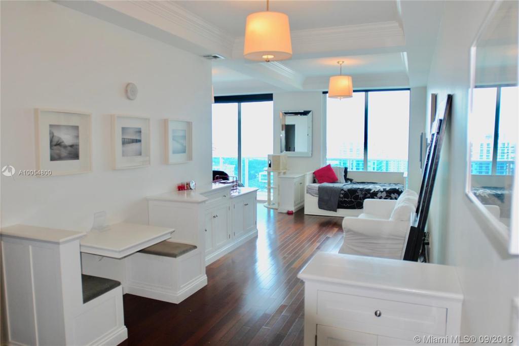 Photo of home for sale at 700 25th St NE, Miami FL