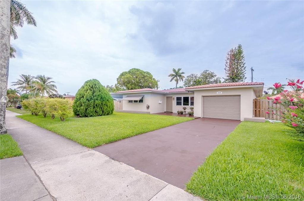 Photo of home for sale at 3136 Hollywood Blvd, Hollywood FL