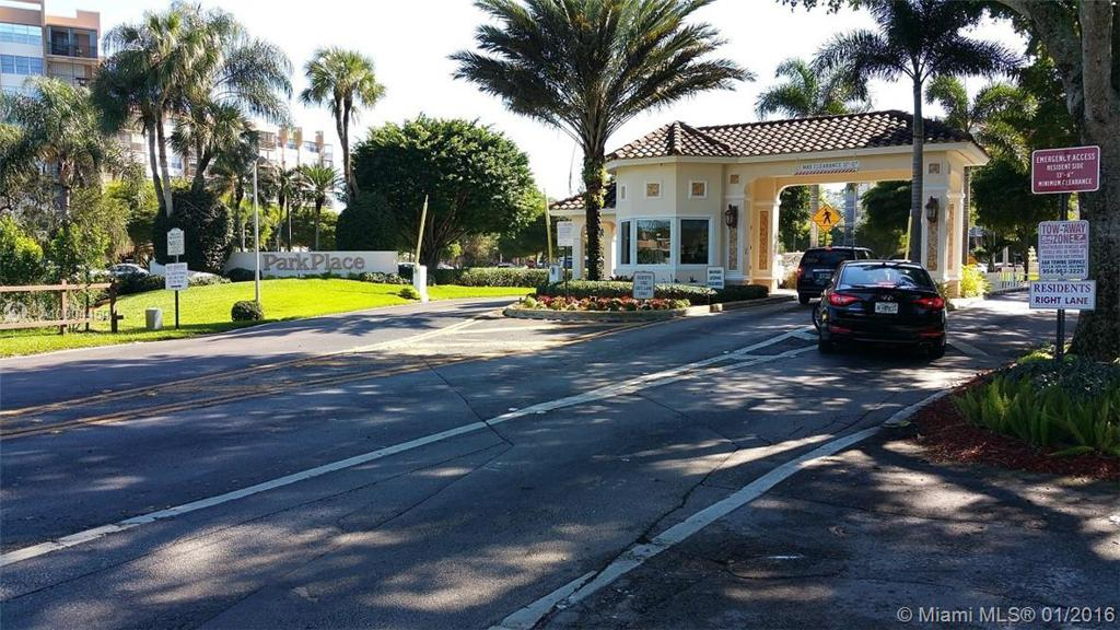 Photo of home for sale at 1400 Saint Charles Pl, Pembroke Pines FL