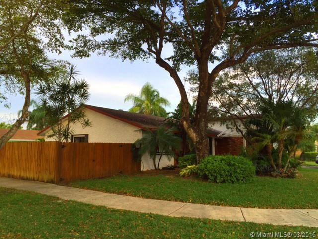 Photo of home for sale at 13857 109th Ln SW, Miami FL