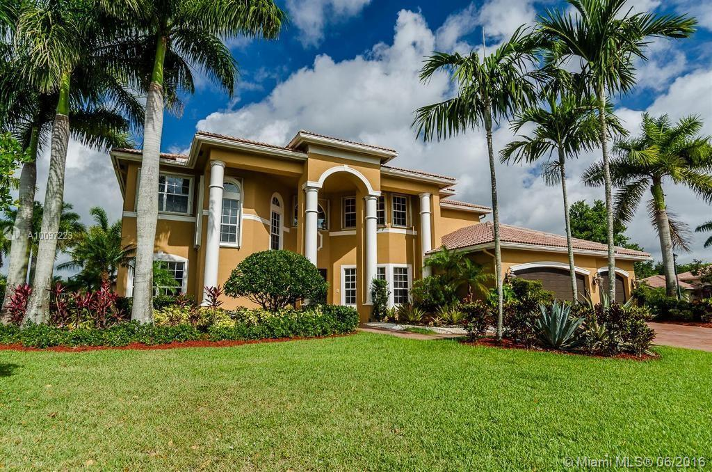 Photo of home for sale at 2633 Birch Ter, Davie FL