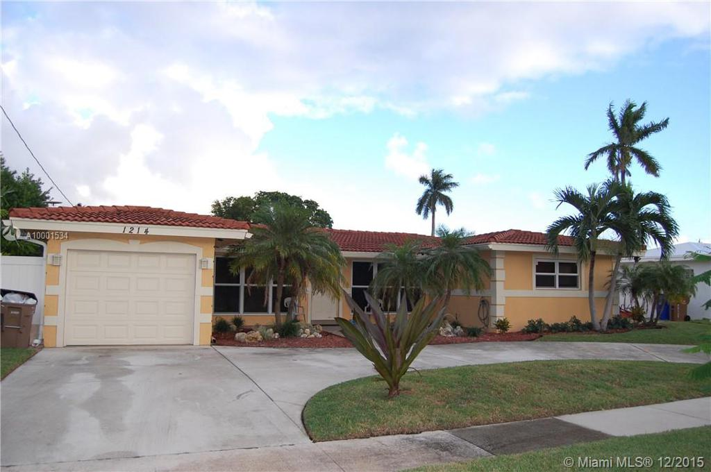 Photo of home for sale at 1214 10 Terr SE, Deerfield Beach FL