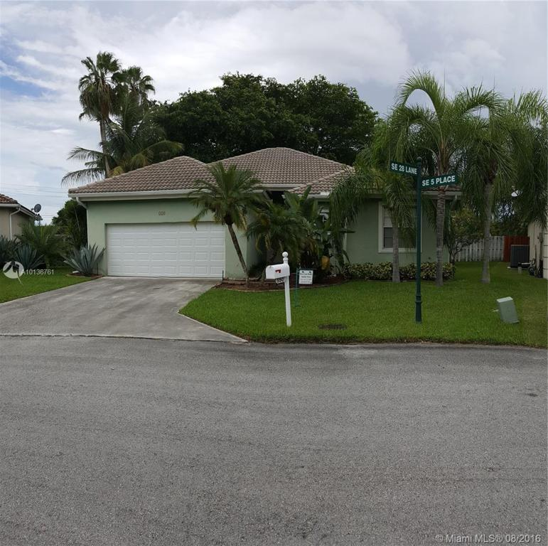 Photo of home for sale at 550 28 Lane SE, Homestead FL