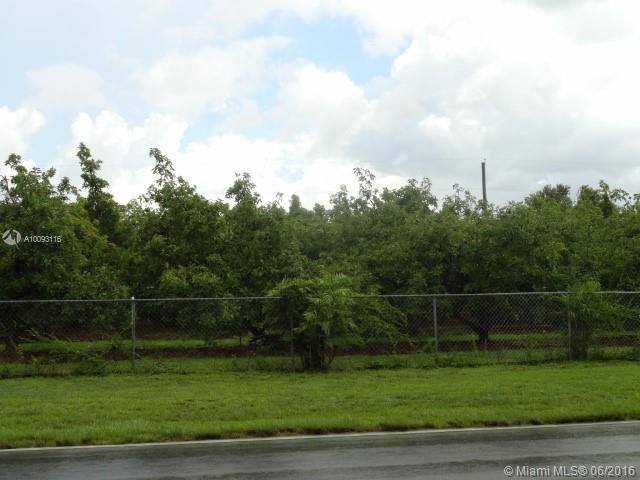 Photo of home for sale at 18291 296th St SW, Homestead FL
