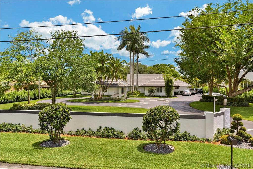 Photo of home for sale at 11510 95th St SW, Miami FL