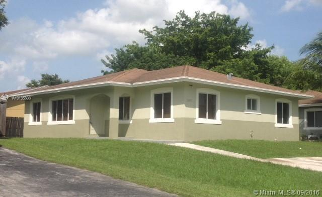 Photo of home for sale at 13571 287th Ter SW, Homestead FL