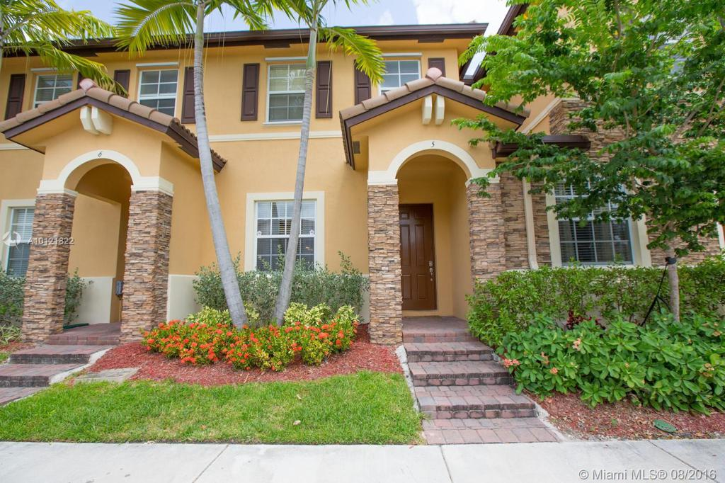 Photo of home for sale at 9133 227th St SW, Cutler Bay FL