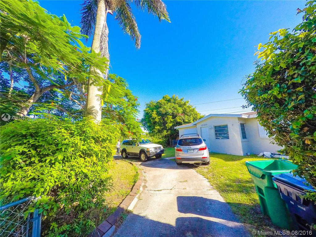Photo of home for sale at 12300 187th Ter SW, Miami FL