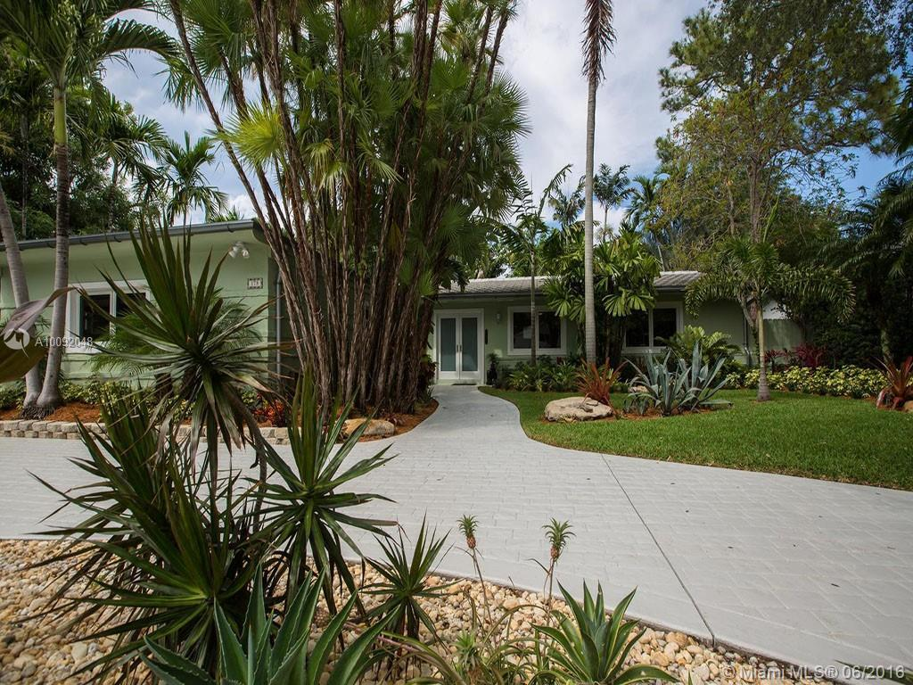 Photo of home for sale at 178 Shore Dr S, Miami FL