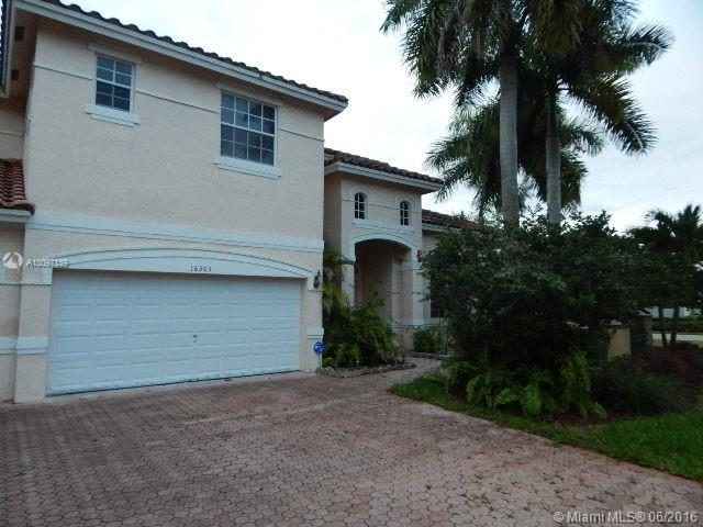 Photo of home for sale at 16303 14th St NW, Pembroke Pines FL
