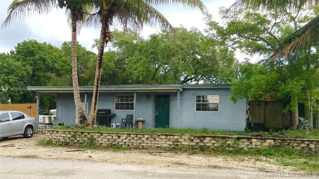 Photo of home for sale at 4610 27th Ave SW, Fort Lauderdale FL