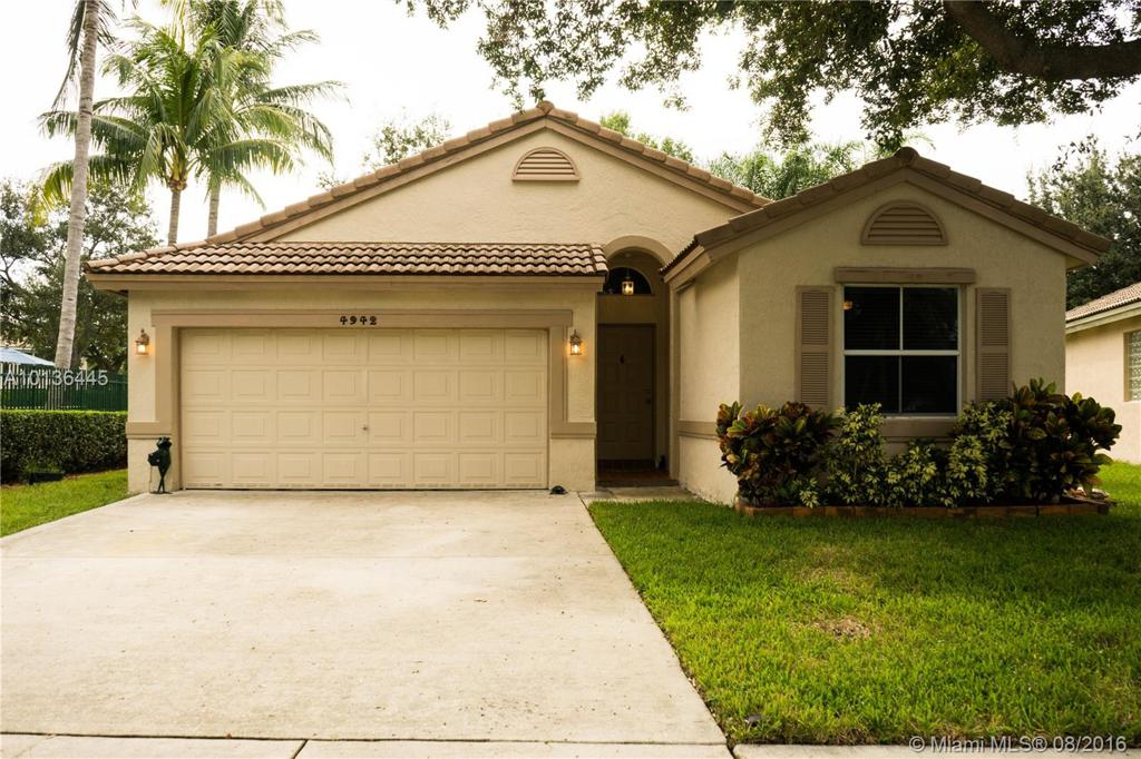 Photo of home for sale at 4942 54th Ave NW, Coconut Creek FL