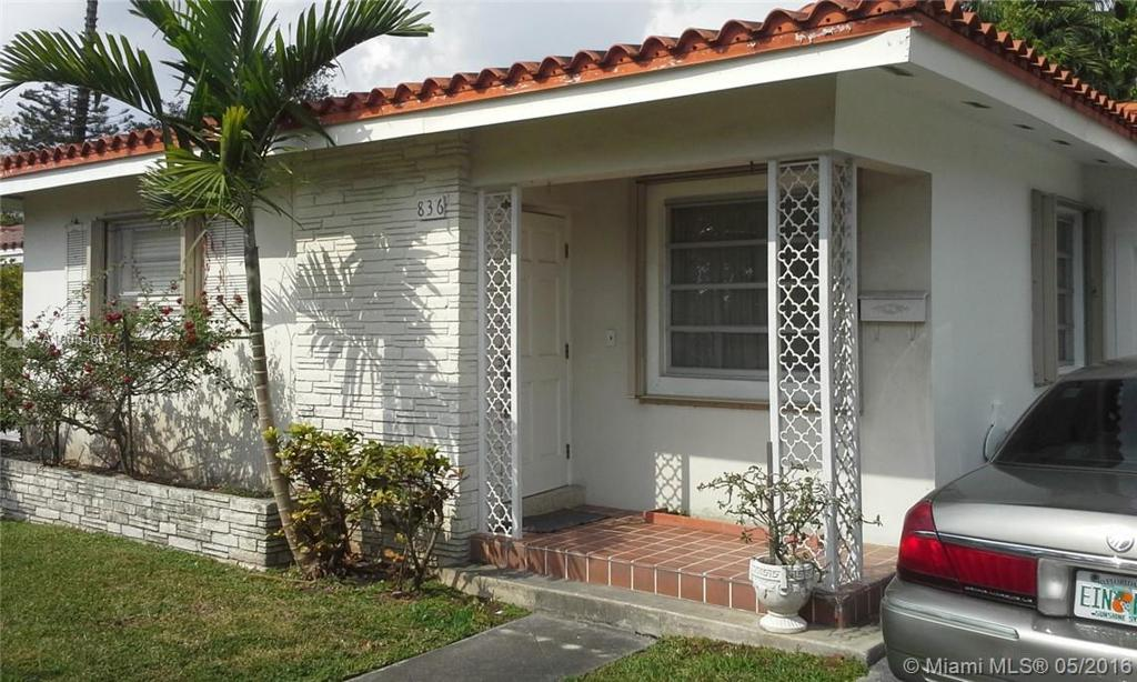 Photo of home for sale at 836 Granada Groves Ct, Coral Gables FL