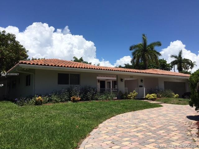 Photo of home for sale at 2633 Bayview Dr, Fort Lauderdale FL