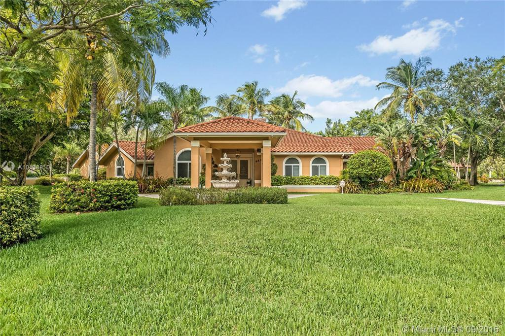 Photo of home for sale at 6895 132nd St SW, Pinecrest FL