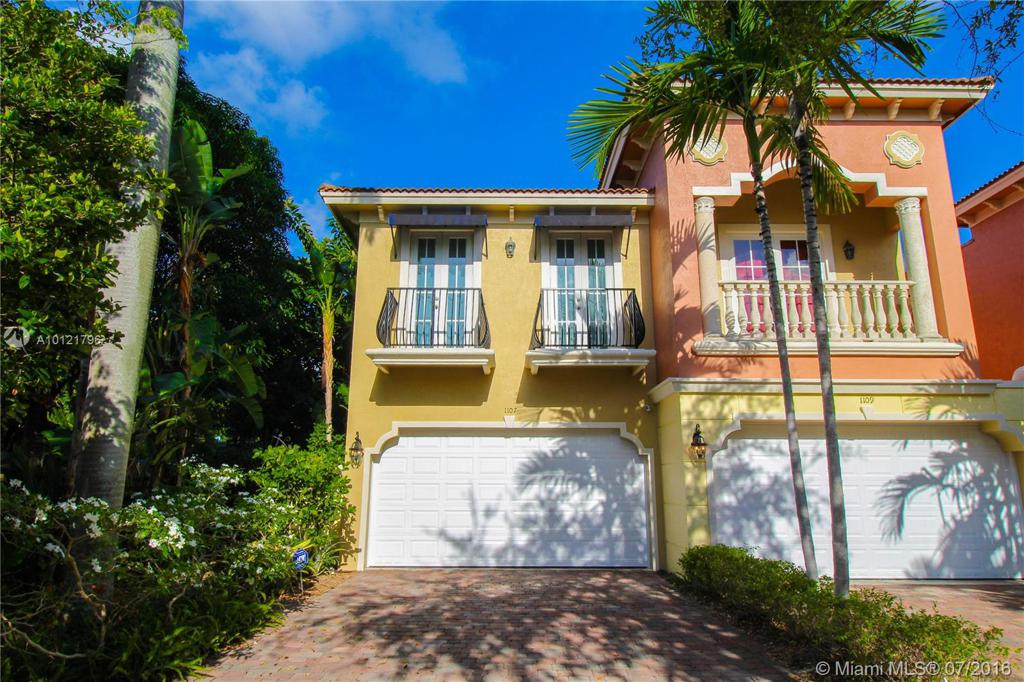 Photo of home for sale at 1107 14th Ave NE, Fort Lauderdale FL