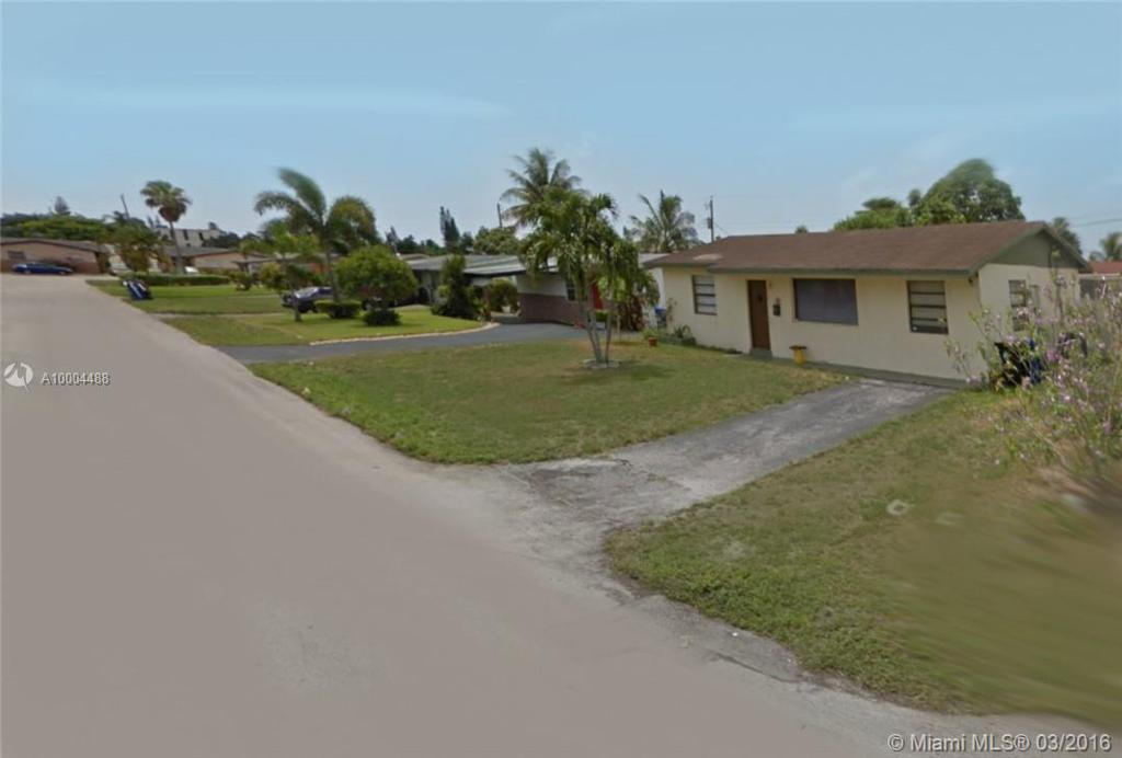 Photo of home for sale at 2780 3 Ct SW, Fort Lauderdale FL