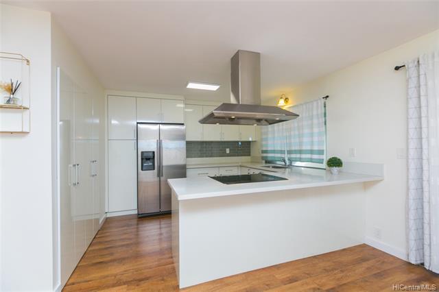 Photo of home for sale at 98-269 Ualo Street, Aiea HI