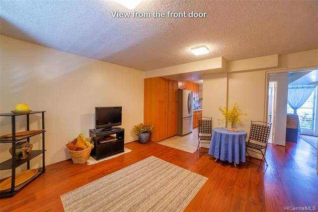 Photo of home for sale at 2140 10th Avenue, Honolulu HI