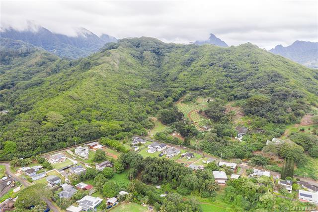 Photo of home for sale at 47-149 Pulama Road, Kaneohe HI