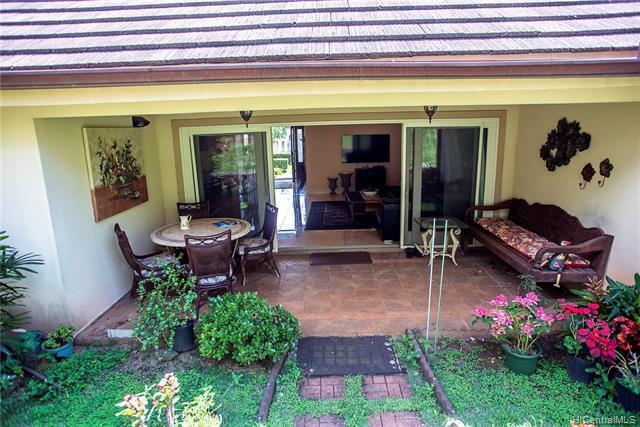 Photo of home for sale at 664 Moaniala Street, Honolulu HI