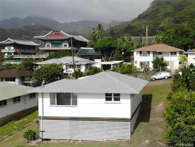 Photo of home for sale at 2511B Waiomao Road, Honolulu HI