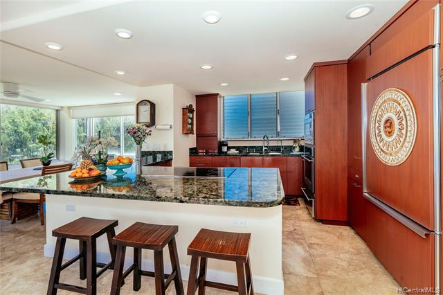 Photo of home for sale at 2957 Kalakaua Avenue, Honolulu HI