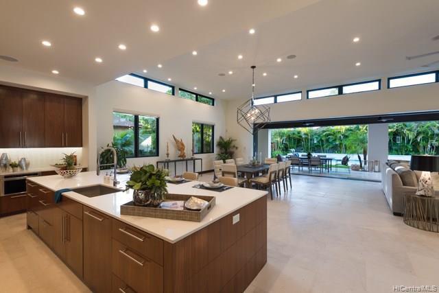 Photo of home for sale at 4620 Kahala Avenue, Honolulu HI