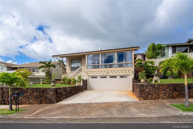 Photo of home for sale at 98-1778 Kupukupu Street, Aiea HI