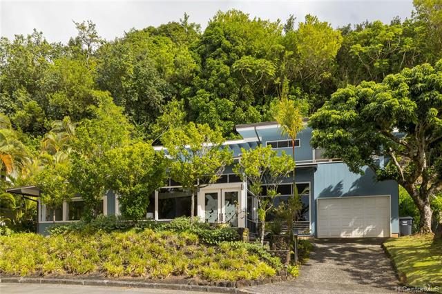 Photo of home for sale at 3679 Woodlawn Terrace Place, Honolulu HI