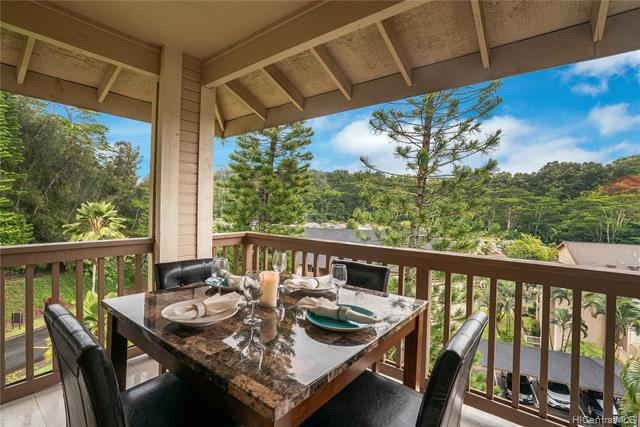 Photo of home for sale at 95-956 Wikao Street, Mililani HI