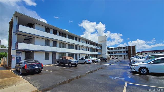 Photo of home for sale at 98-114 Lipoa Place, Aiea HI