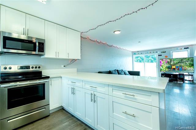 Photo of home for sale at 92-763 Makakilo Drive, Kapolei HI