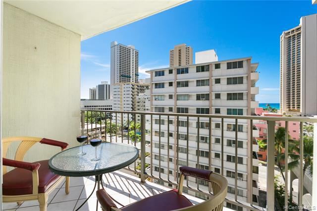 Photo of home for sale at 2440 Kuhio Avenue, Honolulu HI