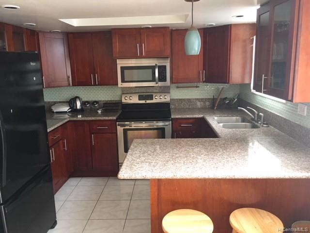 Photo of home for sale at 2752 Kahoaloha Lane, Honolulu HI