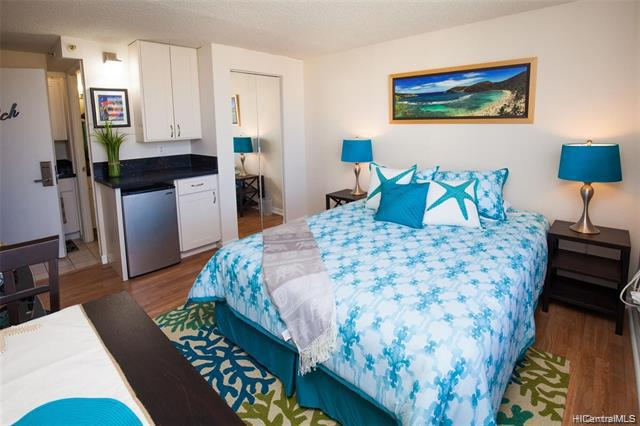 Photo of home for sale at 444 Niu Street, Honolulu HI
