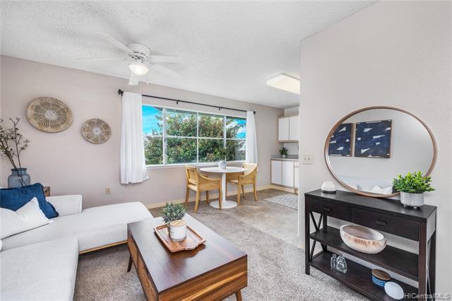 Photo of home for sale at 95-1184 Makaikai Street, Mililani HI