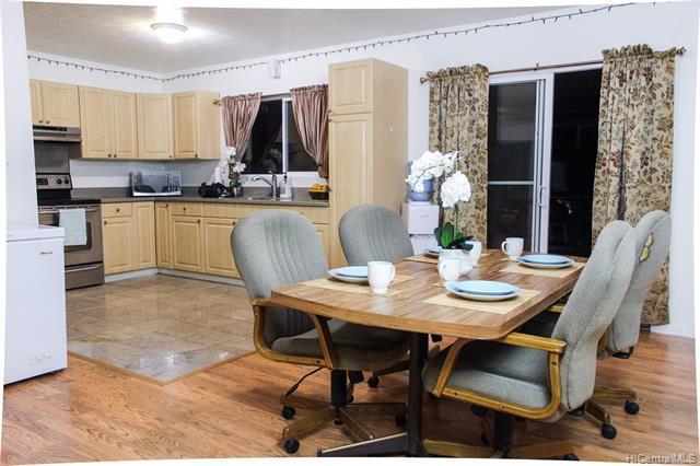Photo of home for sale at 98-042 Lokowai Street, Aiea HI