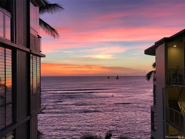 Photo of home for sale at 2943 Kalakaua Avenue, Honolulu HI