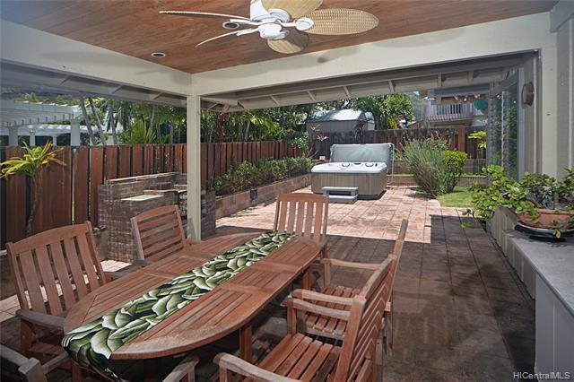 Photo of home for sale at 1114 Mokuhano Street, Honolulu HI