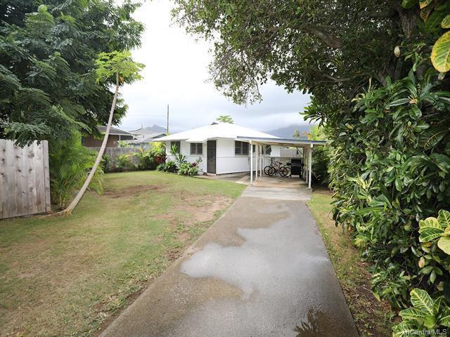 Photo of home for sale at 819 Oneawa Street, Kailua HI