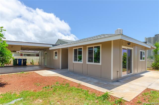 Photo of home for sale at 98-343 Puahoku Place, Aiea HI